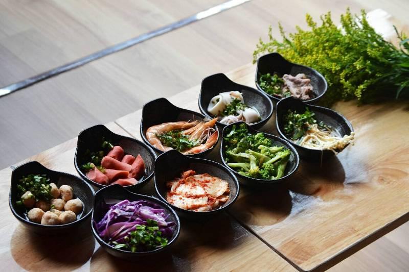 mi-cay-june-noodle-thuong-hieu-mi-cay-dau-tien-tai-viet-nam(4)