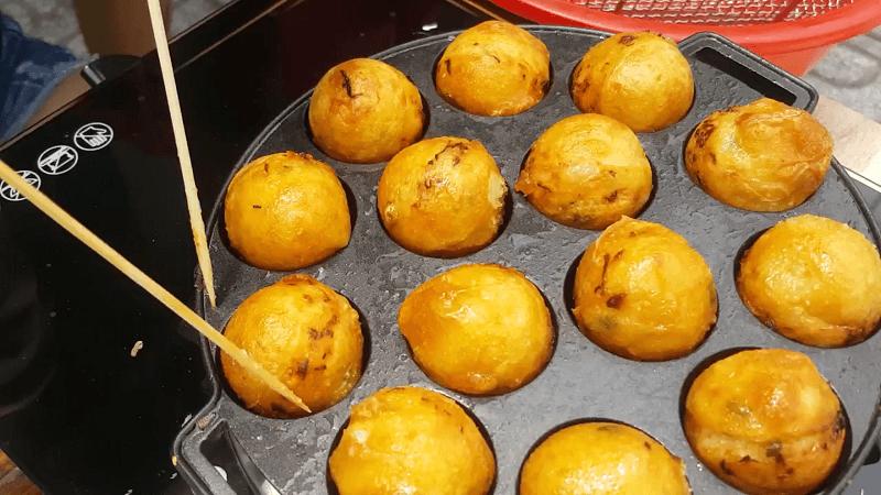cach-lam-banh-takoyaki (1)