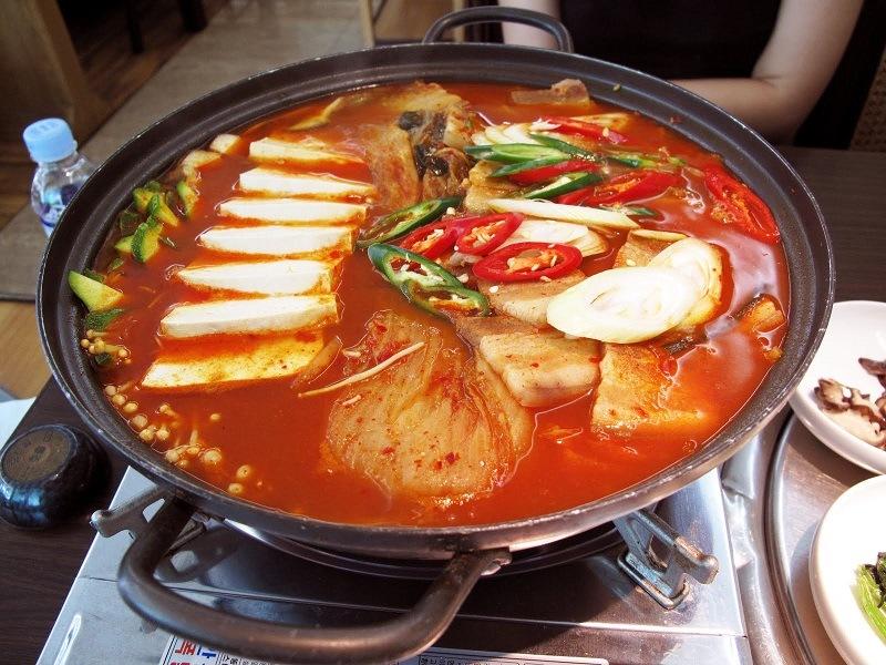 cach-nau-lau-kim-chi-han-quoc-chua-cay-dung-vi (7)